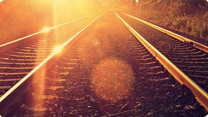 «Запомнить хоть что-то, запомнился поезд…»